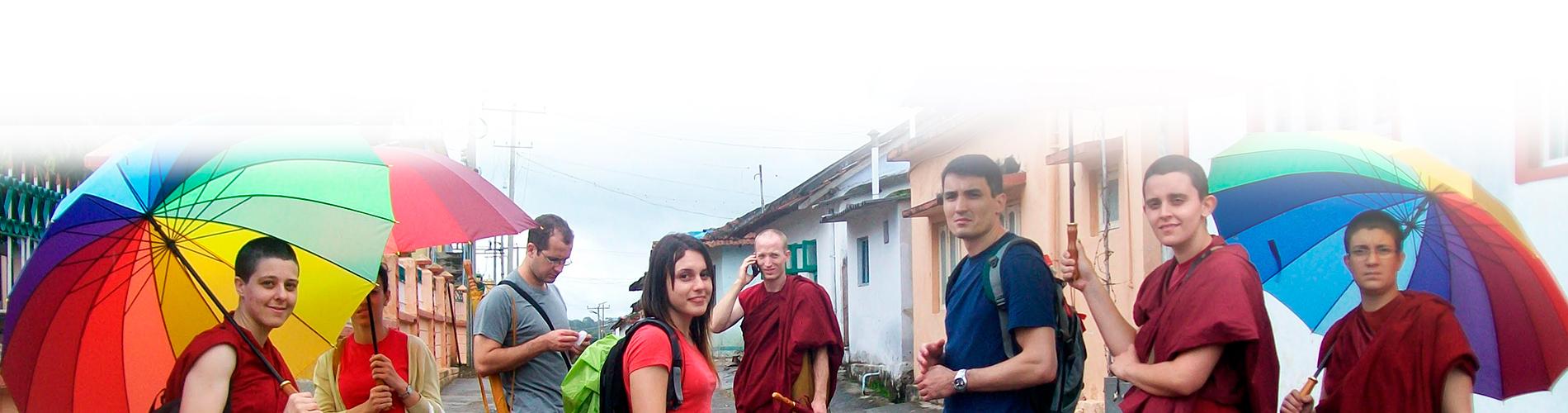 Viagem da Associação BUDA para o Monastério de Sera Jey na Índia. Atividade social: Ajude um monge - apoio aos monges de KLSB (2012).